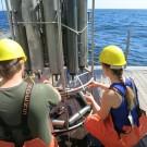 Die Wasserproben geben Informationen zu  Sauerstoff- und Salzgehalt. Foto: Sophia Wagner