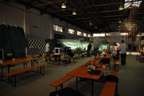 Indoor-Arbeitsplatz in der Gerätehalle