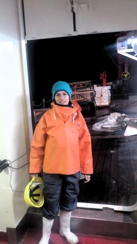 Abbildung 4  Nachtschichtoutfit: Stefanie Hatzky im täglichen Arbeitsoutfit an Deck. Es gibt kein schlechtes Wetter, nur falsche Kleidung. Foto: Julio Greenway