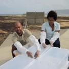 ... mounting the sampling boxes (Photos: Mirja Dunker, GEOMAR)