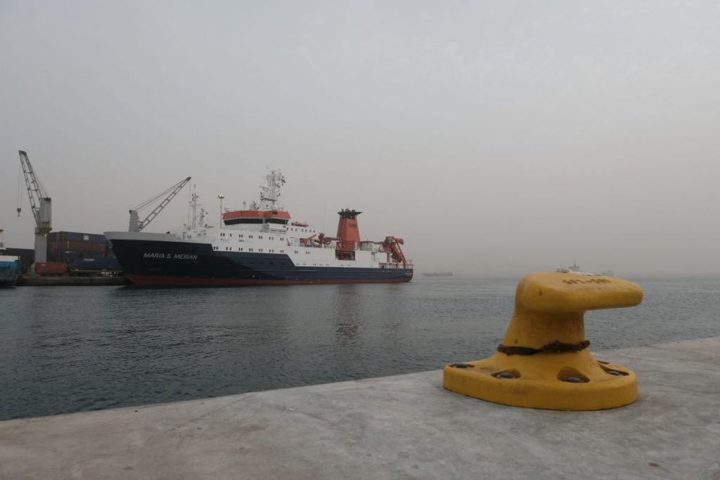 RV MARIA S. MERIAN reaching Mindelo harbour during the dust storm. Photo: Jan Steffen/GEOMAR