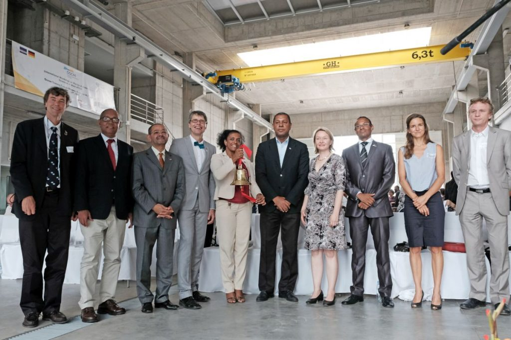 Opened the OSCM for scientific operation (from left to right): Prof. Dr. Martin Visbeck (GEOMAR), Carlos Évora Rocha (National Director of Maritime Economy of the Republic of Cabo Verde), Pedro Gregorió Lopes Filho (architect), Prof. Dr. Arne Körtzinger (GEOMAR), Dr. Osvaldina Silva (President of the INDP), Augusto Neves (Mayor of São Vicente), Cordula Zenk (GEOMAR), Carlos Santos (Honorary Consul of Germany), Dr. Marie von Engelhardt (German Embassy in Dakar), Dr. Patrice Brehmer (IRD). Photo: Jan Steffen/GEOMAR