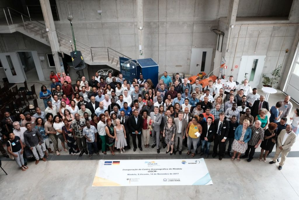 Representatives of Cape Verde and scientists from Cape Verde, Europe, Africa and the Americas celebrated together the OSCM. Photo: Jan Steffen/GEOMAR