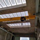 Mit einem Brückenkran können auch schwere meereswissenschaftliche Geräte bewegt werden / With an overhead crane even heavy scientific equipment can me moved. Photo: Björn Fiedler/GEOMAR