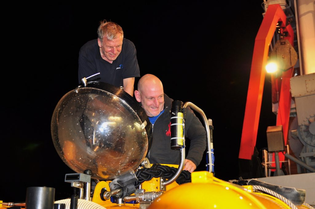 Fahrteiter Henk-Jan Hoving und Tauchbootpilot Jürgen Schauer nach einem Tauchgang / Chief Scientist Henk-Kan Hoving and JAGO pilot Jürgen Schauern after a dive. Photo Karen Hissmann / JAGO-Team