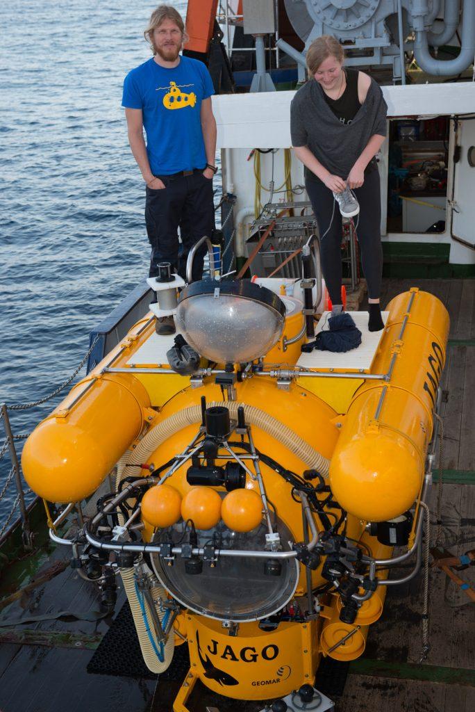 JAGO-Pilot Peter mit Stella nach einem Tauchgang vor den Kapverden.