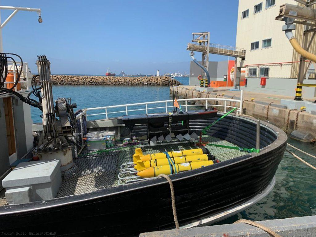 Mit einem kapverdischen Fischerboot wurden die Gleiter ausgesetzt / With a Cape Verdean fishing vessel the gliders were launched. Photo: Mario Müller/GEOMAR