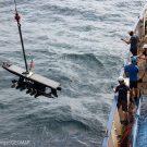 Waveglider-Bergung während der #MOSESeddyhunt / Waveglider recovery during the #MOSESeddyhunt. Photo: Arne Körtzinger/GEOMAR