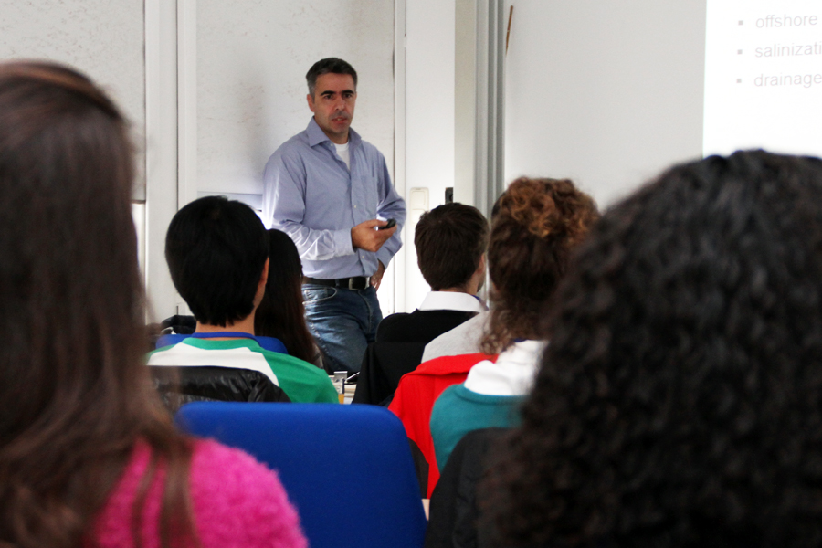 Andreas Kortenhaus during his lecture