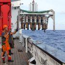 The Multicorer being recoverd / Der Multicorer kommt nach erfolgreichem Einsatz mit gefüllten Rohren zurück an Deck.