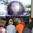 Per Video-Liveschalte konnten Schüler mit der ehemaligen GAME-Studentin Mareike Huhn in Indonesien über Umweltprobleme im Indischen Ozean reden. Foto: Claudia Didjurgeit