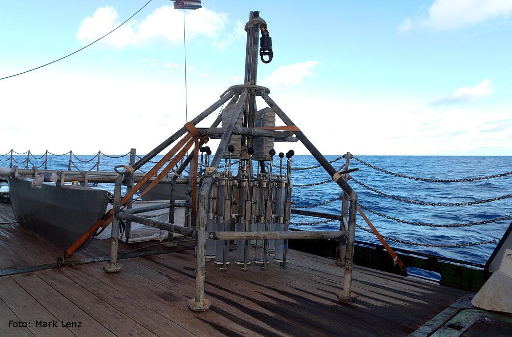 Die Tiefsee ist ein hartes Pflaster. Für den Multi-Corer gilt deshalb: Dabei sein ist alles. Foto: Mark Lenz/GEOMAR