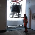 Die erste CTD mit Kranzwasserschöpfer kommt an Bord. Foto: Thore Kausch
