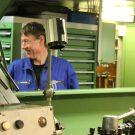 Thomas zeigt den Wissenschaftlern die Maschinenräume. Foto: Thore Kausch