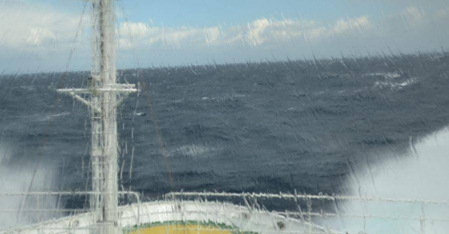 Stormy welcome on the Atlantic: View from the bridge of RV Maria S. Merian onto the virulent waves. Photo: A. Beniest, IPGP