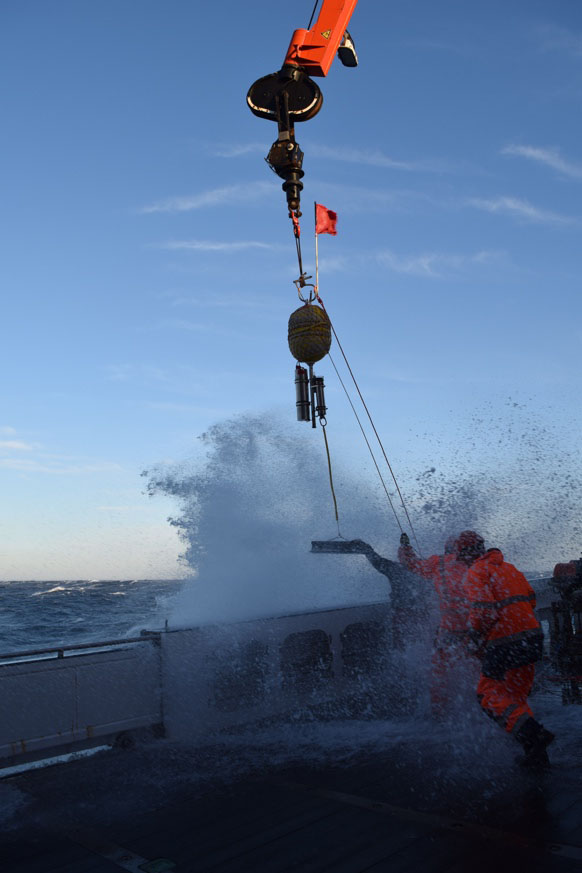 Wet conditions on the edge. Photo: M. Neckel, GEOMAR/CAU.