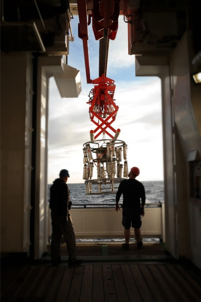 The releasers are attached to a frame to be brought to 1000 m water depth for testing. Photo: Martha Deen