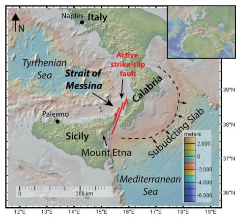 Map of the Strait of Messina showing the retreating subducting slab southwest of Calabria and the active strike-slip fault that runs through the Strait of Messina. Map: Anouk Beniest/UPMC