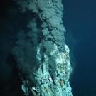 """Rohstoffe in der Tiefsee waren 2013 eines der Semesterthemen des """"Ozean der Zukunft"""". Hier ein schwarzen Raucher im Atlantik, fotografiert mit ROV KIEL 6000 (Foto: ROV-Team, GEOMAR)"""