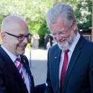 Schleswig-Holsteins Ministerpräsident Torsten Albig begrüßt GEOMAR-Direktor Professor Peter Herzig - oder umgekehrt? Foto: J. Steffen, GEOMAR