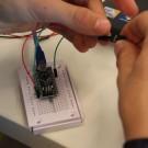 Als Steuerungselement für den Glider programmieren Michel, vom Ernst-Barlach-Gymnasium und Yves, vom Gymnasium Schloß Plön, einen Arduino Mikrocontroller. Foto: B. König, GEOMAR