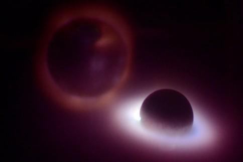 """Erstmals in Deutschland zu sehen: Der Nordlicht-Simulator """"Planeterrella"""". Foto: J. Steffen, GEOMAR"""
