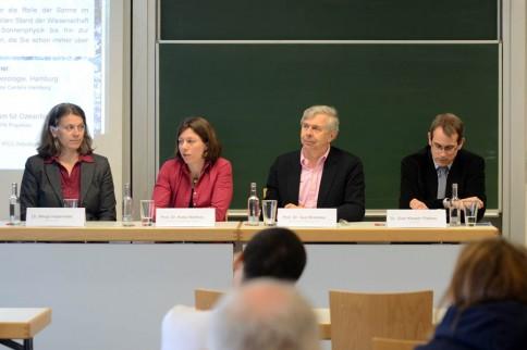 Öffentliche Podiumsdiskussion mit Dr. Margit Haberreiter (PMOD/WRC, Davos), Prof. Dr. Katja Matthes (GEOMAR), Prof. Dr. Guy Brasseur (MPI für Meteorologie Hamburg) und Dr. Gian-Kasper Plattner (Uni Bern). Foto: Jan Steffen, GEOMAR