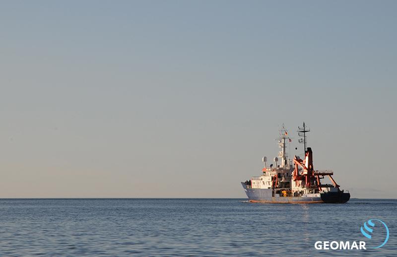 POSEIDON dampft neuen Abenteuern entgegen. Foto: Maike Nicolai, GEOMAR