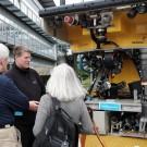 Gleich nebenan: Das ROV PHOCA. Der kabelgeführte Roboter kann bis 3000 Meter Tiefe arbeiten. Foto: Jan Steffen, GEOMAR