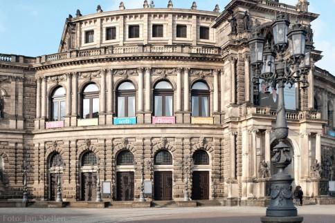 Zum Glück zeigt auch die Mehrheit in Dresden ihre Meinung - online und im Straßenbild (bitte Bild anklicken)