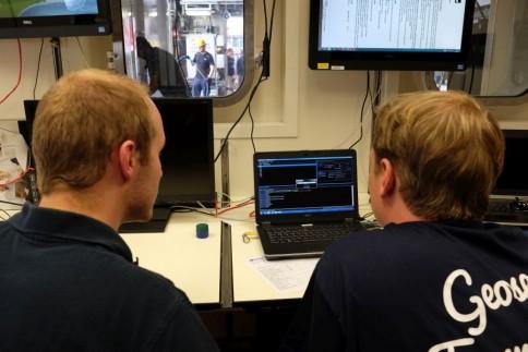 In der Datenzentrale der SONNE laufen die wichtigen Informationen zusammen / the data centre onboard RV SONNE. Photo: Jan Steffen, GEOMAR