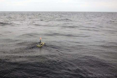 Der Wave Glider zieht einsam seine Bahnen im Pazifik The Wave Glider in the Pacific Ocean. Photo: Jan Steffen, GEOMAR