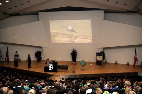 Forschungsinstrumente, wie Rover, werden auf dem Mars geschickt um die Oberfläche zu untersuchen