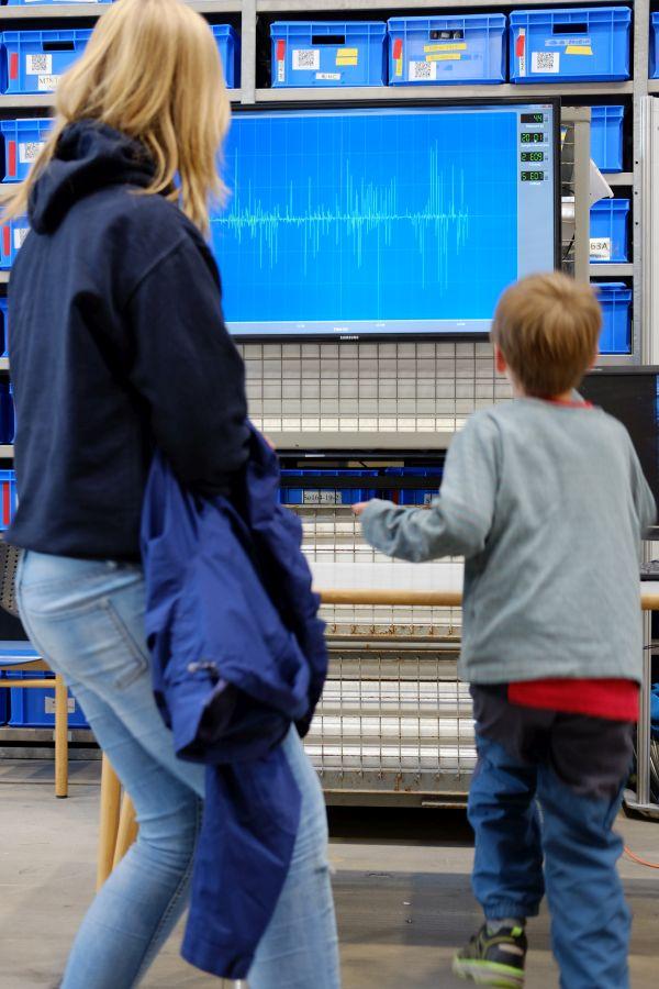 Erdbebenforschung im Selbstversuch. Foto: Jan Steffen, GEOMAR