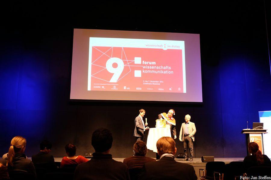 Das 9. Forum Wissenschaftskommunikation fand vom 5. bis 7. Dezember in Bielefeld statt - zwischendurch kam sogar der Nikolaus. Foto: Jan Steffen