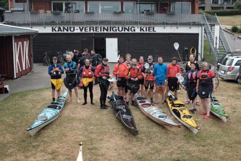 Auf Plastik-Jagd: Paddlerinnen und Paddler der Kanu-Vereinigung Kiel und des Kieler Kanu-Clubs. Foto: Jan Steffen