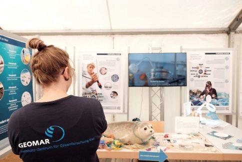 Das GAME-Programm des GEOMAR im Umweltschutzzelt der Stadt Kiel. Foto: Jan Steffen
