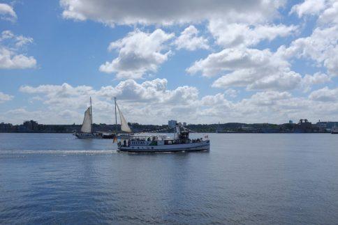 Das Wetter meinte es gut mit uns - den ganzen Tag trocken, aber auch nicht zu warm. Der richtige Tag, um ein Forschungsschiff zu erkunden. Foto: Jan Steffen