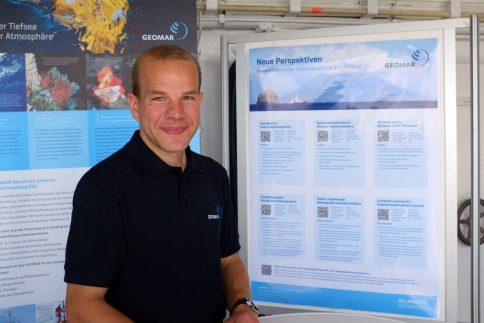 Janpit Peters aus der GEOMAR-Personalabteilung stellte auf der ALKOR Karrieremöglichkeiten an einem Ozeanforschungs-Zentrum vor. Foto: Jan Steffen