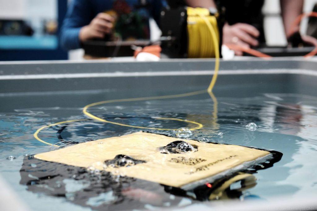 Einmal selbst einen Unterwasser-Roboter steuern - auch das war im kleinen Maßstab bei der NdW2018 möglich.