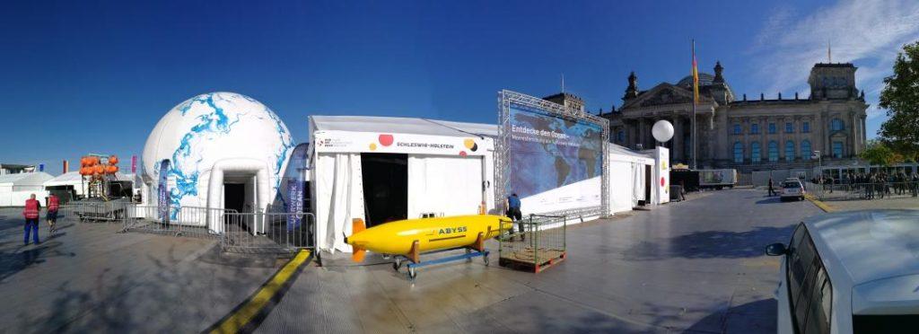 Aufbau der Ausstellung in Berlin. Foto: Frederike Tirre, Ozean der Zukunft