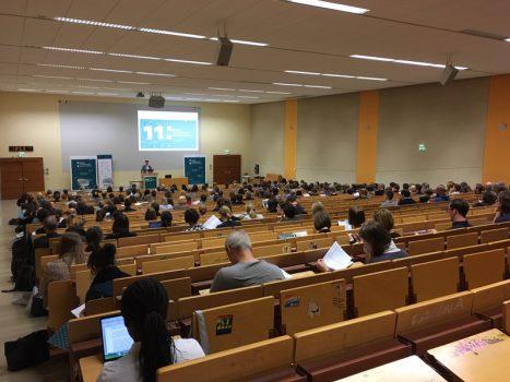 Begrüßung und Keynote im Hörsaal. Da kommen Erinnerungen an die Studienzeit auf. Foto: Jan Steffen