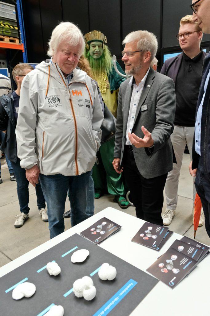 Der Stadtpräsident und Poseidon waren auch sehr interessiert. Foto: Jan Steffen/GEOMAR