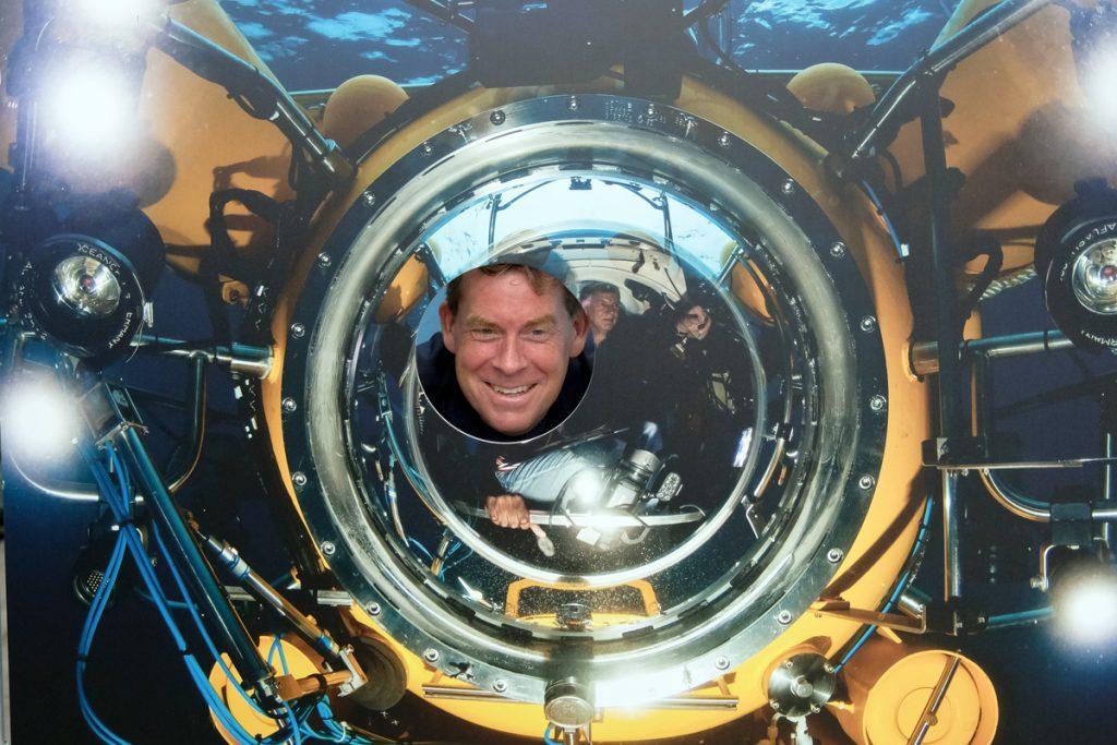 Auch der Oberbürgermeister macht sich gut als Pilot unseres Tauchbootes JAGO. Foto: Jan Steffen/GEOMAR