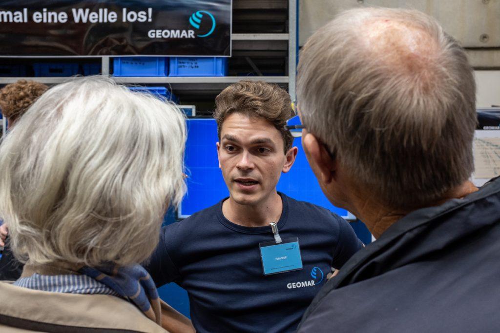 Unsere Wisschenschaflerinnen und Wissenschaftler versuchten auf jede Frage eine Antwort zu haben. Foto: Jan Steffen/GEOMARR