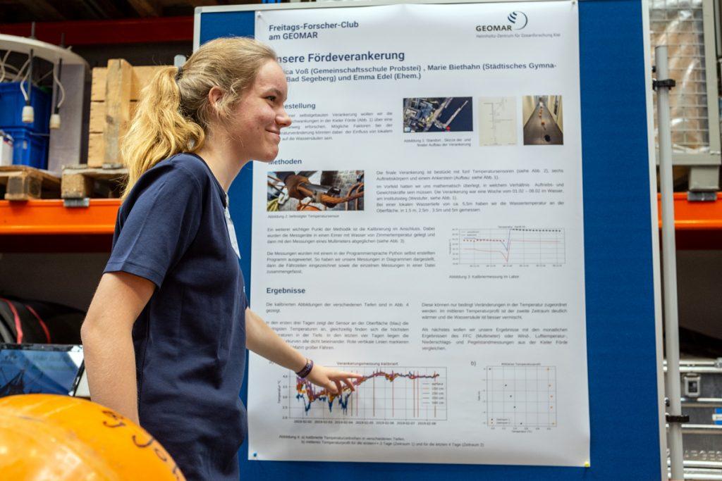 Eine unserer jungen Forscherinnen Foto: Jan Steffen/GEOMAR