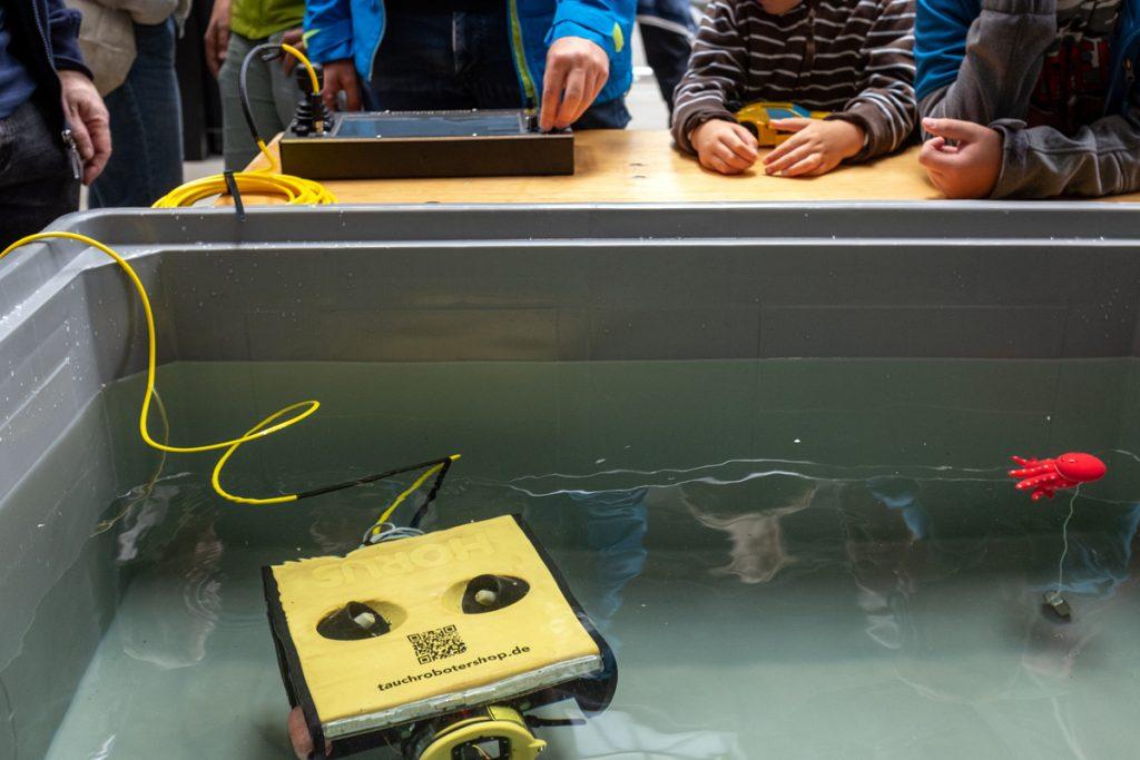 Einer unserer ferngesteuerten Tauchroboter. Foto: Jan Steffen/GEOMAR