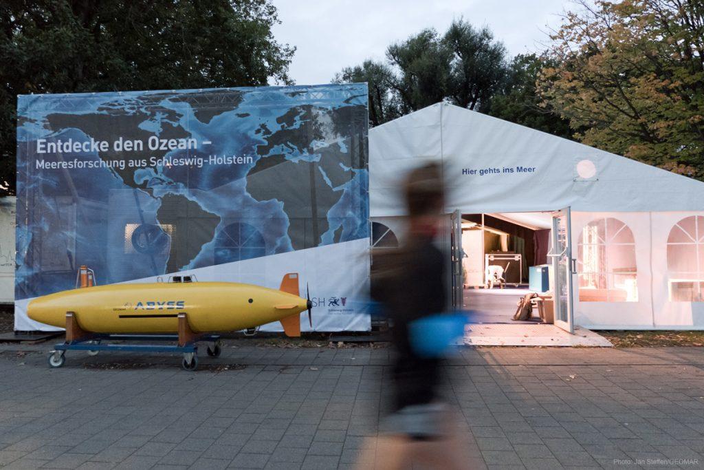 Unser Ausstellungszelt an der Kiellinie. Foto: Jan Steffen/GEOMAR