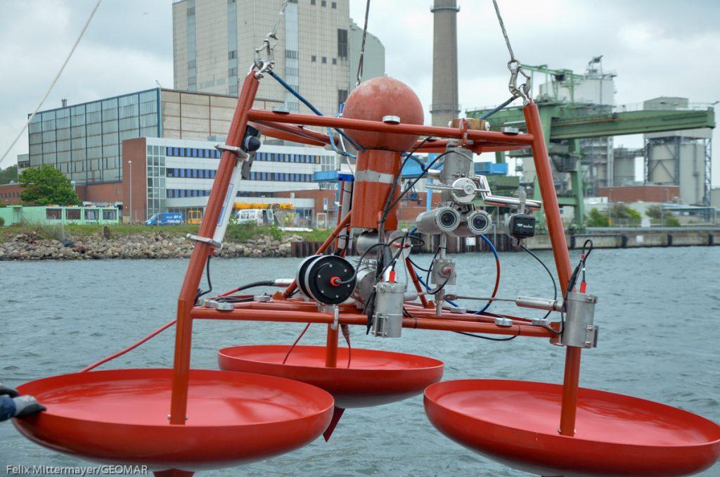 Das UFO wird ausgesetzt/The UFO is being deployed. Photo: Felix Mittermayer/GEOMAR