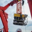 ROV KIEL 6000 am A-Rahmen-Kran des Forschungsschiffs SONNE. Foto: Mia Schumacher/GEOMAR